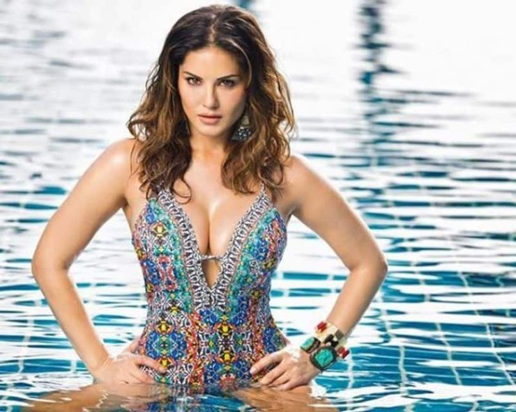 """<p style=""""text-align: justify;""""><strong>Sunny Leone</strong><br /> The woman with a past, the Ragini MMS 2 actress, Sunny looks ravishing in the monokini.<br /> </p>"""