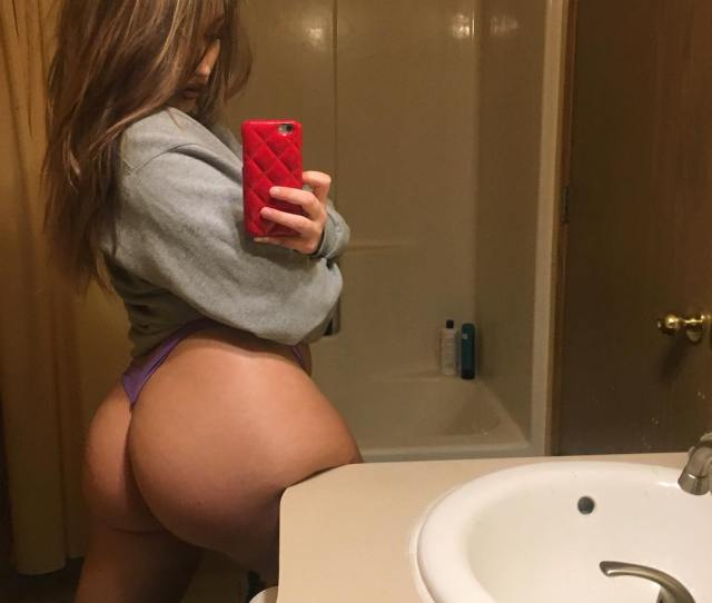 Yeah She Squats Porn Photo