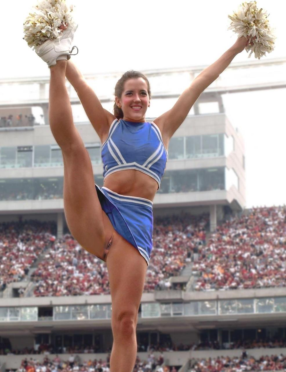Brave Cheerleader Without Pants She Supports Her Team With Her Shaved Pussy Porno Zdjecie
