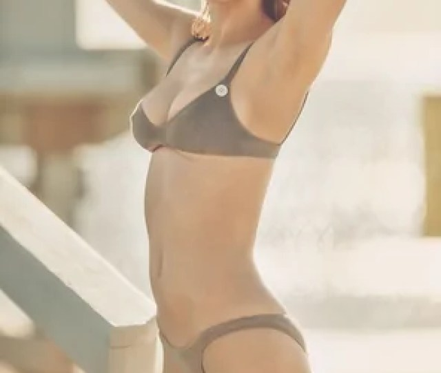 Amateur Photo Alexandra Daddarios Tits Are Too Big For Her Bikini Top