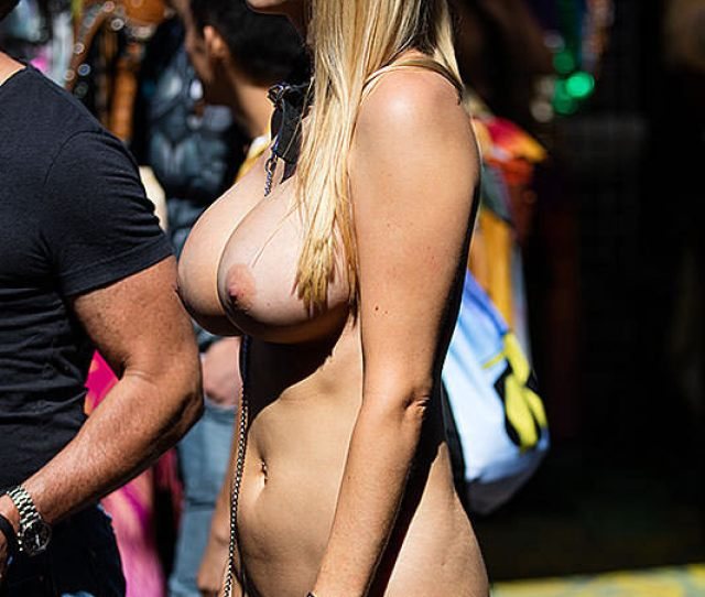 Shes Got A Great Body For Public Nudity Porn Photo
