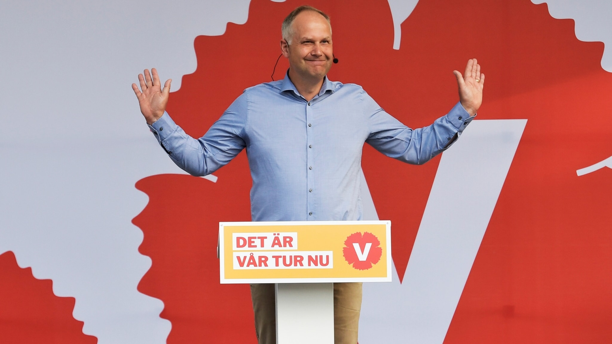 Jonas Sjöstedt greeting the crowd at Almedalen on Sunday.