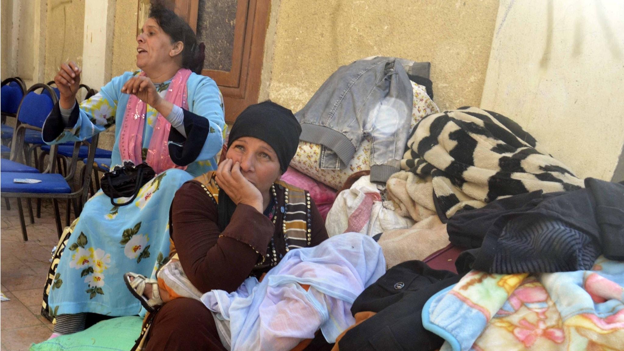 Koptiska kvinnor som flytt från Sinaihalvön efter attacker från IS.