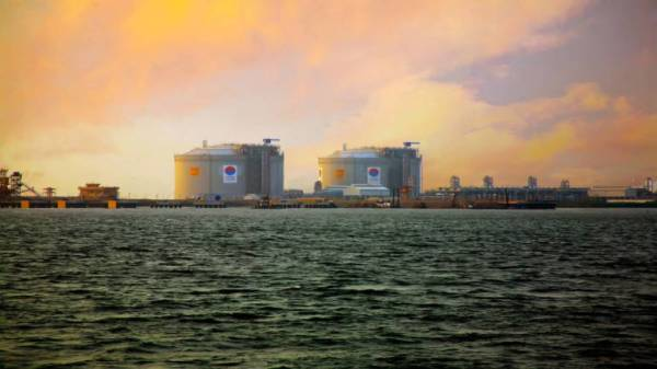 Petronet LNG signs $2.5 billion deal to take stake in US LNG plant