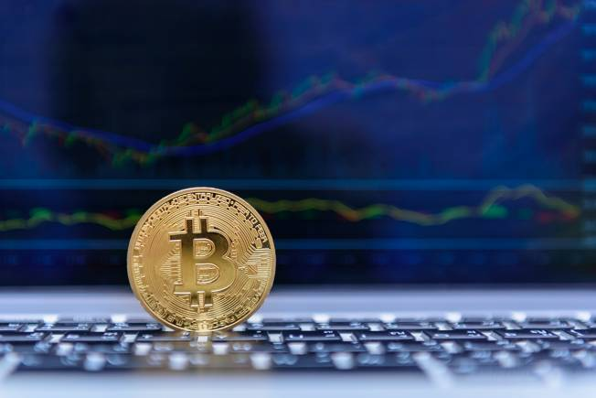 Bitcoin drops below $6500, stone's throw from 2018 low