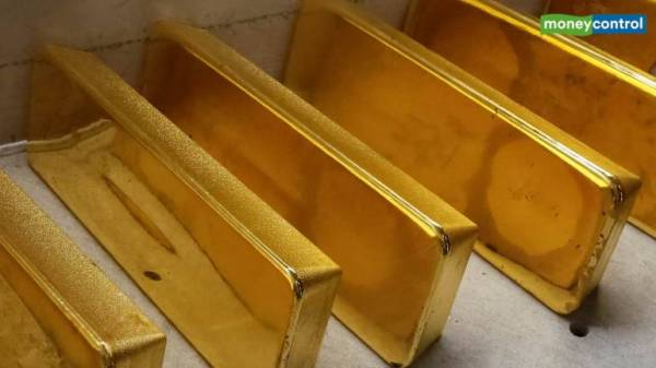 Gold prices above $1600: Bull run may persist until some sign of containment of virus outbreak