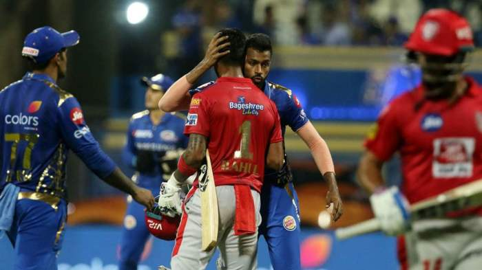 There was no love lost between good friends Rahul and Hardik despite Rahul hitting the latter for three sixes and a four in the penultimate over. The MI players showed good sportsmanship in congratulating the Punjab opener for his fantastic innings. (Image: BCCI, iplt20.com)