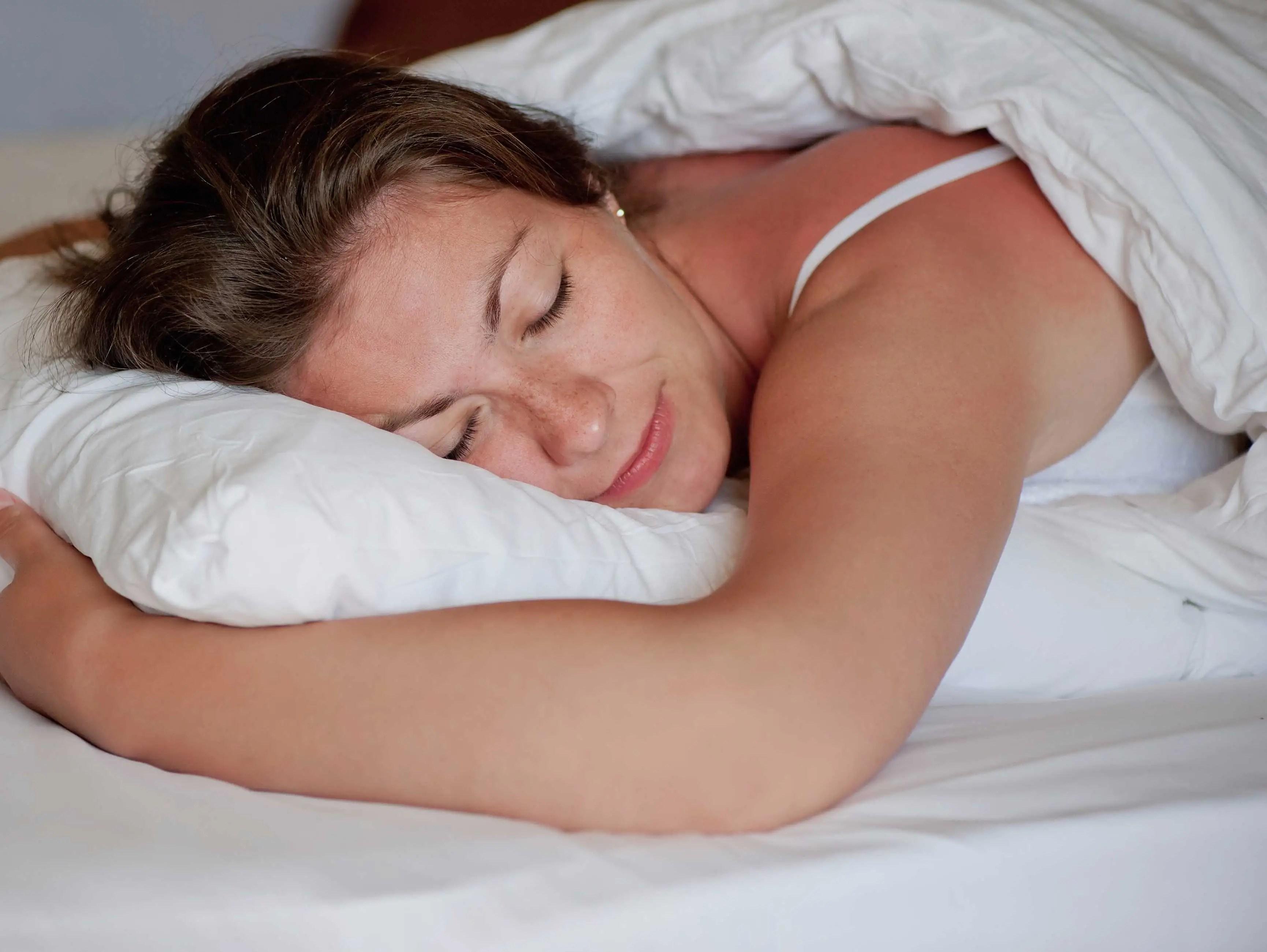 coussin pour dormir sur le ventre. Black Bedroom Furniture Sets. Home Design Ideas