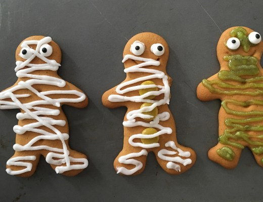 Easy Gingerbread Halloween mummies - the gingerbread house