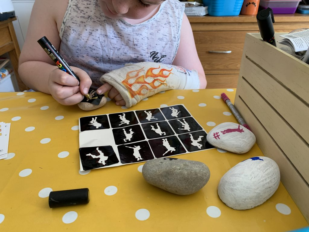 How to make easy Fortnite painted rocks