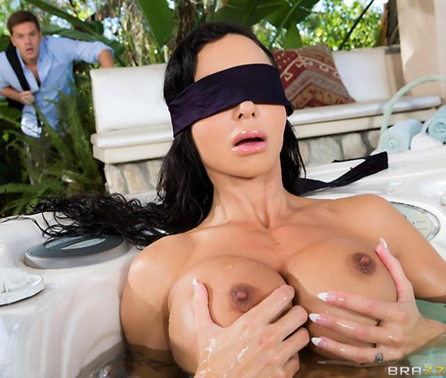 My Friends Blindfolded Mom Sex Video  C2 B7 Hd Porn Video My Friends Blindfolded