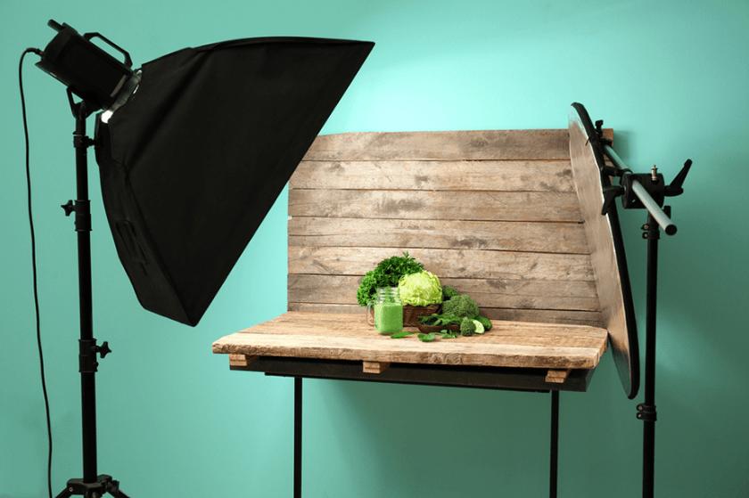 fotostudio-opstelling met flitser en reflector