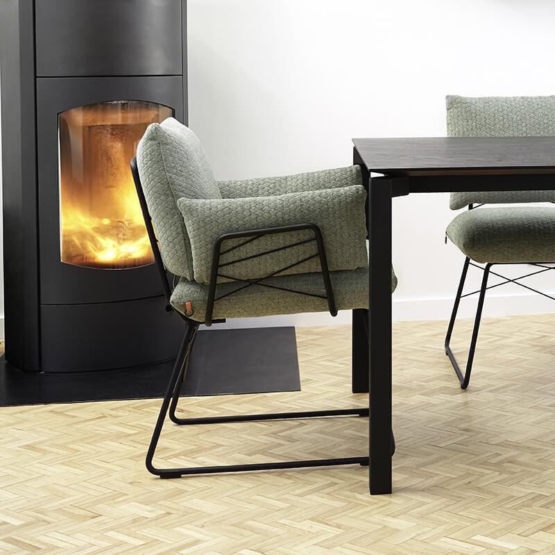 fauteuil design confortable assise en tissu et pieds en metal cosy mobitec