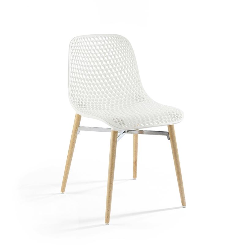 chaise design next infiniti hetre massif laque et polyamide