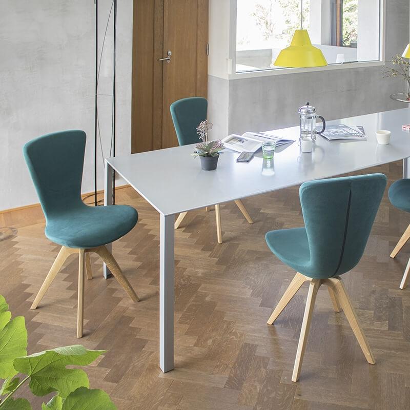 chaise de salle a manger design et confortable pieds bois invite