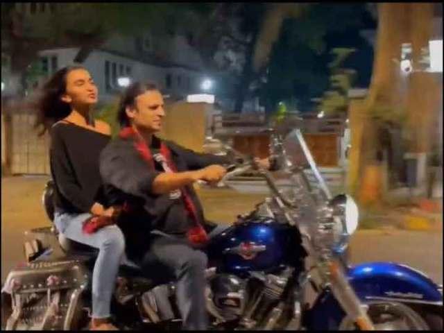 प्यार हमें किस मोड़ पे ले आया: Vivek Oberoi का मुंबई में बिना हेलमेट बाइक चलाने पर कटा था चालान