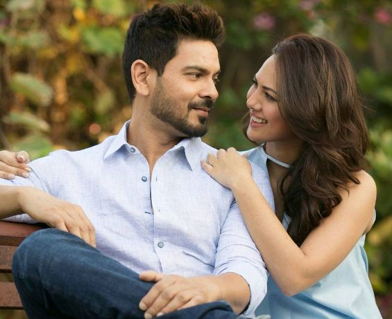 Final list of contestants for Star Plus' celebrity dance show 'Nach Baliye 8' is out. The much-awaited show is all set to begin with these 11 lovely jodis showing off their dance moves. First contestant is newly-engaged Rochelle Rao and Keith Sequeira. The adorable couple fell in love in Bigg Boss house. (PC:Instagram, Keith Sequeira)
