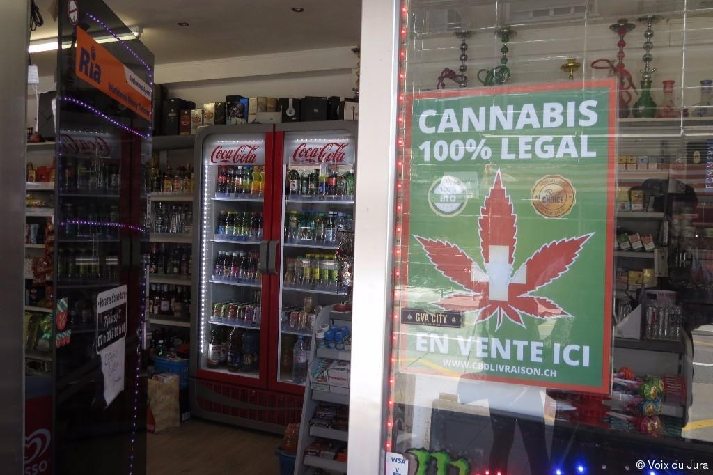 et pourtant ce cannabis en vente libre est bien une realite commercialise depuis moins d un mois dans le canton de geneve on le retrouve dans une