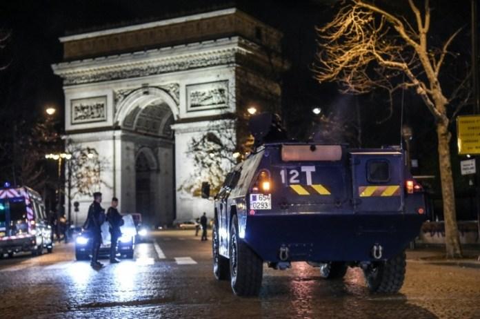Importante mobilisation sécuritaire autour de l'Arc de Triomphe, le 8 décembre 2018.