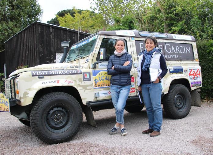 Joanna et Katerine au Maroc et leur Land Rover Defender (Crédit Maënga).
