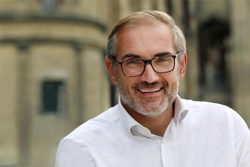 The mayor of Saint-Germain-en-Laye (Yvelines), Arnaud Péricard wants to be in action after the announcement of this reconfinement.