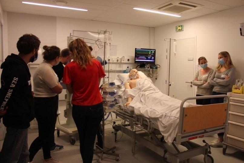 Les infirmiers, qui peuvent venir de tous les établissements en Seine-Maritime, sont formés à la réanimation par groupes de 8 à 10, pendant 14 heures.