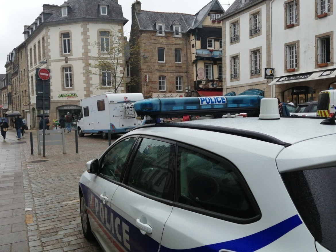 The camper van came to a stop at the Place du Center.