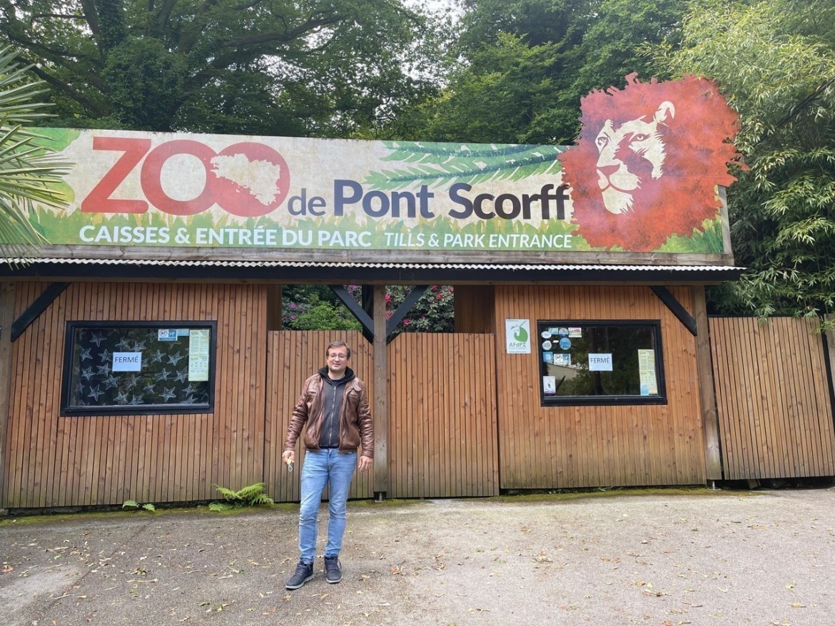 Sébastien Musset in front of the zoo entrance.