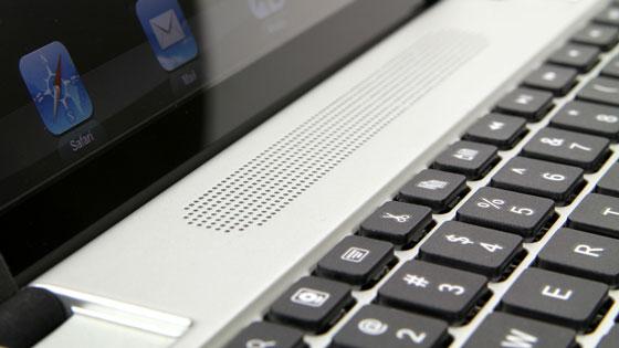 Loa được tích hợp trên bàn phím mang phong cách của loa Macbook