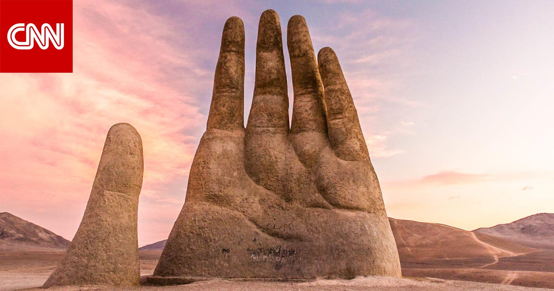 يد عملاقة تخرج من أرض الصحراء هل هي معلم أم سراب Cnn Arabic