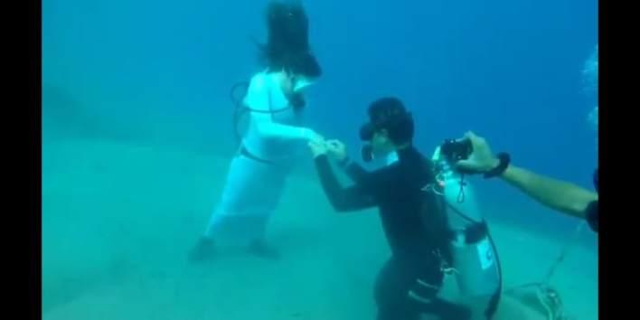 حفل خطوبة تحت الماء في دهب