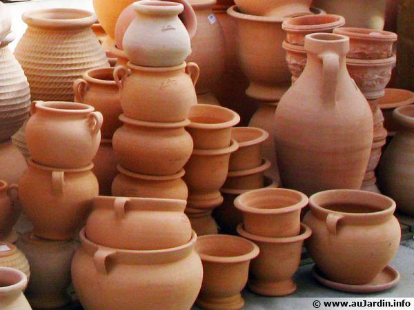 des pots en terre cuite en vente en jardinerie