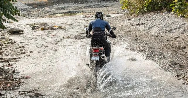 BMW F 850 GS Water Crossing