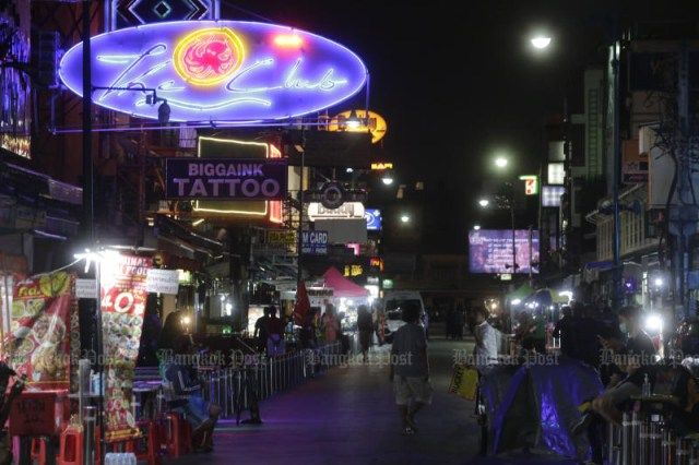 All bars, pubs and clubs in Bangkok and 40 other provinces will be ordered closed for at least 14 days from Friday, to help stem the rapid spread of the latest coronavirus outbreak. (Photo: Pornprom Satrabhaya)