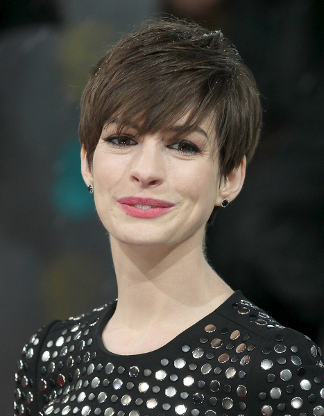 Pictures Anne Hathaways Short Hair Style Anne
