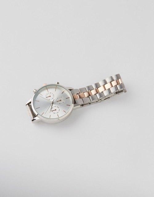 Reloj metálico analógico