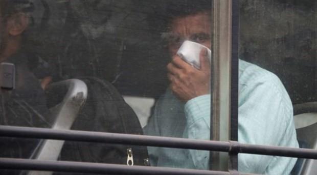 Otobüste kötü kokan çoraplarını çıkardı, gözaltına alındı