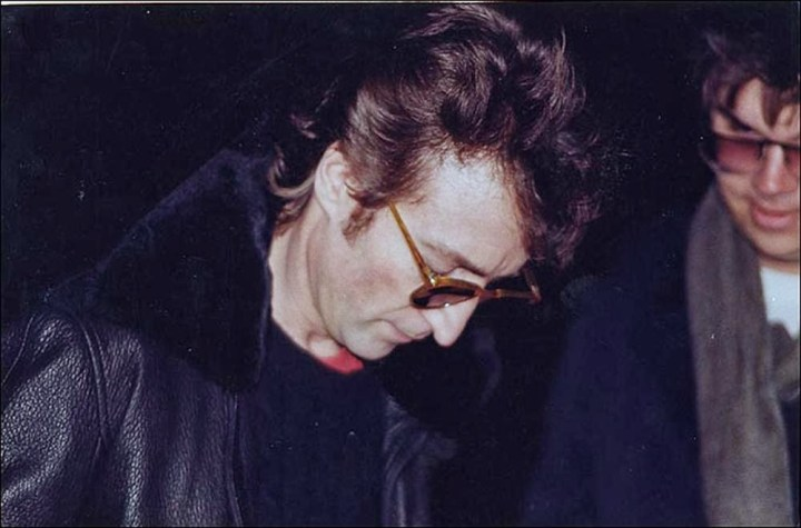 John-Lennon-signs-an-autograph-for-Mark-Chapman-his-murderer-December-8-1980.jpg