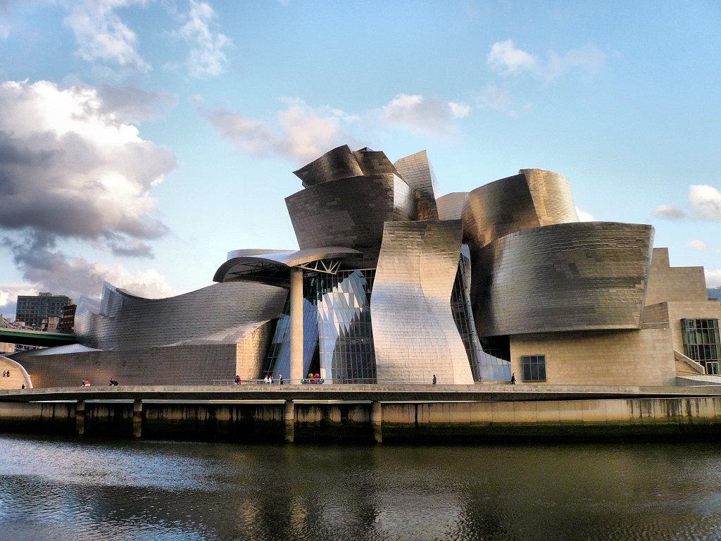Guggenheim-Museum-Bilbao-in-Spain-1.jpg