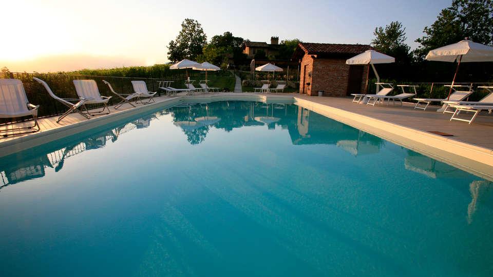 Relais du Silence Castello di Razzano - edit_pool.jpg