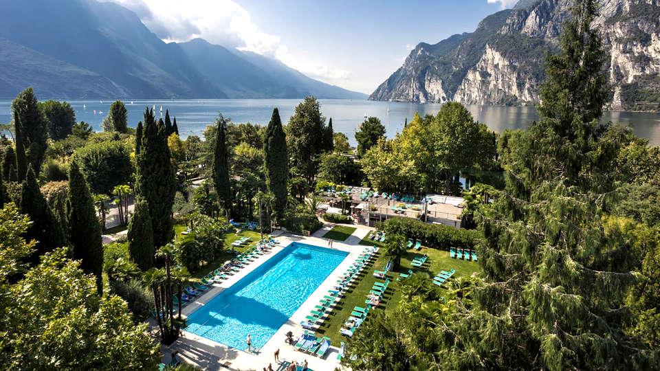 Du Lac et Du Parc Grand Resort - Edit_Pool2.jpg