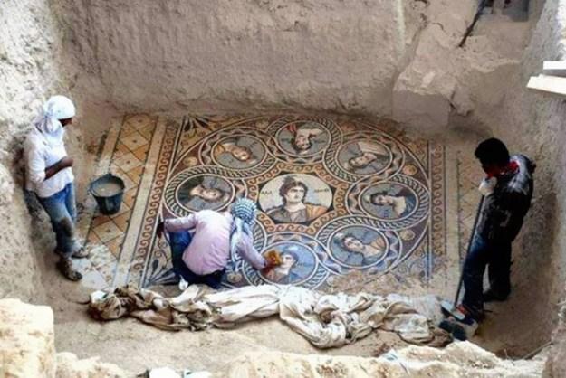 ancient-greek-mosaic-excavation-zeugma-1