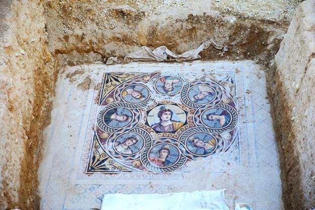 ancient-greek-mosaic-excavation-zeugma-3