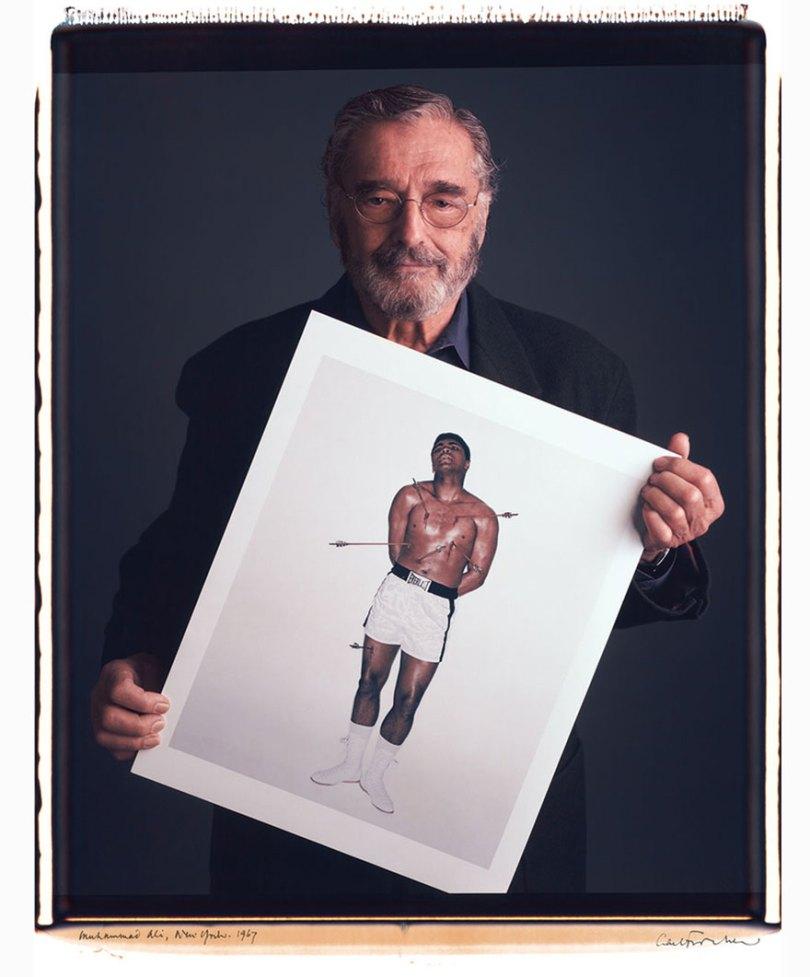 famous photographer portraits behind photographs tim mantoani 1 - Eles posaram para foto segurando suas próprias fotografias
