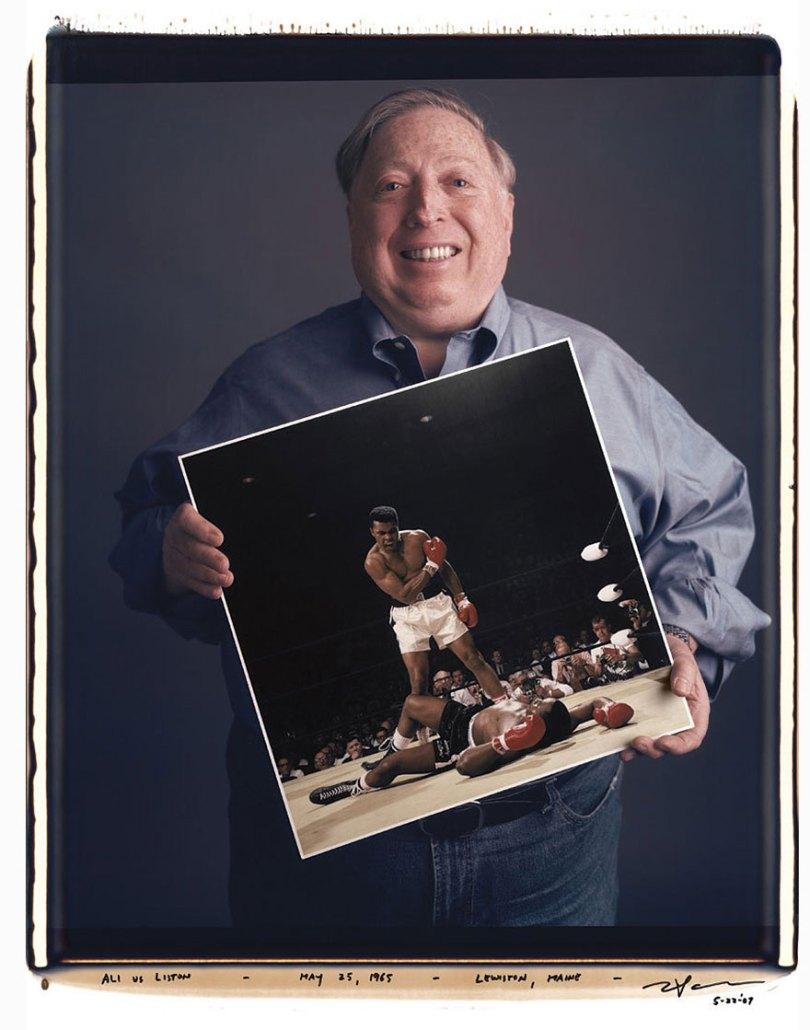 famous photographer portraits behind photographs tim mantoani 12 - Eles posaram para foto segurando suas próprias fotografias