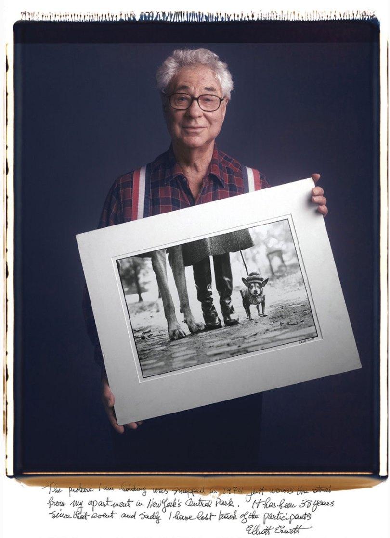 famous photographer portraits behind photographs tim mantoani 14 - Eles posaram para foto segurando suas próprias fotografias