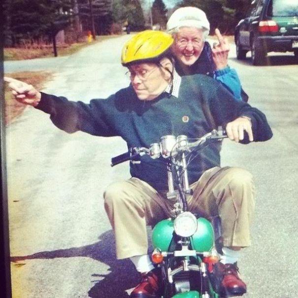 https://i2.wp.com/static.boredpanda.com/blog/wp-content/uploads/2015/05/old-couples-having-fun-6__605.jpg