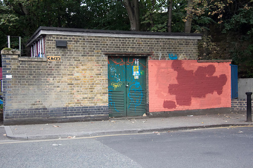 red-wall-graffiti-experiment-london-mobstr-curious-frontier-4