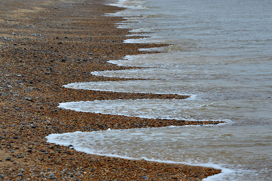 Mysterious Beach Patterns That Scientists Can't Explain Beach-cusps-sand-patterns-waves-21