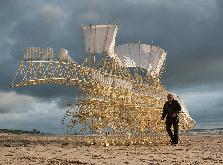 sculptures-that-walk-on-the-wind6